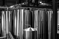 Make it shine (Repp1) Tags: bc canada vancouver brewery brasserie shiny briliant chrome vats cuves bw nb highcontrast contrasteélevé