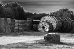 (Jean-Luc Léopoldi) Tags: finistère bretagne bw noiretblanc reels fence palissade bobines cielchargé rochers