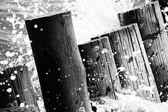 Come and Go (ricdovalle) Tags: ondas waves come go água water mar sea preto branco black white sony alpha a6500 ilce6500
