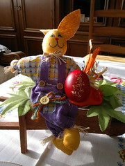 2018-04-07-13295 (vale 83) Tags: easter bunny nokia n8 coloursplosion colourartaward friends