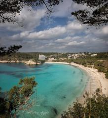(197/18) Playa solitaria (Pablo Arias) Tags: pabloarias photoshop photomatix capturenxd españa cielo nubes arquitectura árbol mar agua mediterráneo bahía paisaje bote playa cala galdana menorca