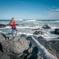 L being dramatic (Will Vale) Tags: redrocks islandbay newzealand wellington p9 p9plus leica huawei hightide walk owhiro sea