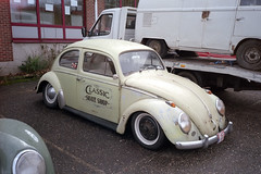 Classic skate shop (Ronald_H) Tags: vw vokswagen beetle bug swapmeet mol film 2018 classic car air cooled
