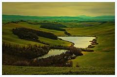 senza titolo. (Enzo Ghignoni) Tags: laghi prati erba acvqua cielo nuvole terra toscana