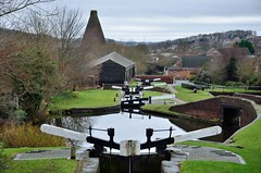 2017 12 21 036 Stourbridge Canal at Wordsley (Mark Baker.) Tags: 2017 baker december eu europe mark midlands stourbridge west wordsley britain british canal cone day england english european gb glass great house kingdom outdoor photo photograph picsmark red uk union united urban water winter