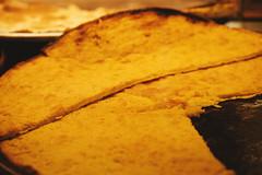 La fainâ, la farinata di ceci, è il cibo di strada della tradizione culinaria genovese; l'oro di Genova - Superbi. I genovesi e la loro città (Tiziano Caviglia) Tags: genova liguria ligurie ligurien italia italy italie italien fujifilm fujifilmxt2 italiaphotomarathon genovaphotomarathon italiaphotomarathon2018 genovaphotomarathon2018 genoa genua gênes superbiigenovesielalorocittà fujinonxf50mmf2rwr farinata cucina cuisine kochkunst piatto farinatadiceci fainà fainâ gericht dish mets cucinaligure cooking alimento cibo food streetfood nourriture lebensmittel dof