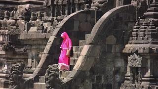 INDONESIEN, Java, hinduistische Tempelanlage Prambanan,  Farbtupfer, 17345/9884
