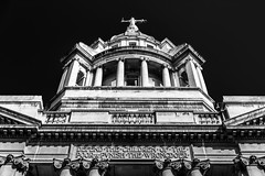 Defend the children of the poor and punish the wrongdoer @londonlights (London Lights) Tags: londonlights defendthechildrenofthepoorandpunishthewrongdoer london lights londres londra monochrome monochromemonday blackandwhite noiretblanc oldbailey thelaw