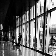 Chacun attend quelque chose ou quelqu'un... (woltarise) Tags: montréal bibliothèque grande attente intérieur iphone6s streetwise