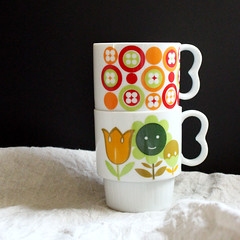 Stack. (Kultur*) Tags: vintage vintagehousewares vintagemug vintagemugs stacking 1970scup cup flowers floral japan 70smug stackingmug 1970smug coffeemug 1970scoffeecup flowermug