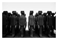 You`re In The Armee Now (RadarO´Reilly) Tags: skulpturen sculptures sw schwarzweis bw blackwhite blanconegro monochrome noiretblanc zwartwit blockheads