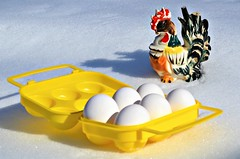 påske / easter (KvikneFoto) Tags: påske easter snø snow vinter winter norge hedmark kvikne tamron nikon egg kitsch