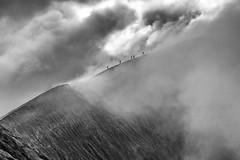Au bord du gouffre.jpg (BoCat31) Tags: nb volcan cratère fumée paysage