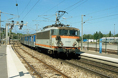 BB 25667 + TER 881194, Antibes, 25th August 2004 (cfl1969) Tags: antibes sncf bb25500 bb25667