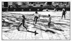 Joie de vivre. (francis_bellin) Tags: olympus jeunes noiretblanc monochrome street soleil avignon photoderue ballon jeux blackandwhite streetphoto