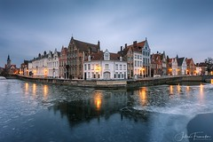 Spiegelrei, Brugge (www.fromentinjulien.com) Tags: fromus75 fromus fromentinjulien fromentin flickr view exposure shot hdr dri manual blending digital raw photography photo art photoshop lightroom photomatix french francais light traitements effets effects world europe belgique belgium bruges ville city town città cuida colocación monument history 2018 photographe photographer eos canon 5d 5dmarkiv fullframe full frame ff canonef2470mmf28l canon2470mf28 urban travel architecture cityscape poselongue longexposure ice glace brugge spinolarei canal kanaal 1635 1635mm
