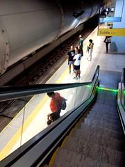 onde vai dar? (luyunes) Tags: metrô metro metrôrio metropolitan station estação people motozplay mobilephoto mobilephotographie luciayunes gente