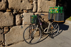 XE3F8637    Bici + Birra = Bicirra o Bibirra? (Enrique R G) Tags: bici bicicleta bicycle bike mérida merida extremadura españa spain fujixe3 fujinon1024 cerveza beer birra