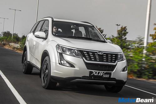 2018-Mahindra-XUV500-03