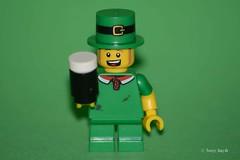 St Patrick's Day (76/365) (Tas1927) Tags: 365the2018edition 3652018 day76365 17mar18 lego minifigure minifig stpatricksday