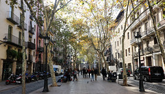 Novembre_0047 (Joanbrebo) Tags: barcelona catalunya españa es laribera carrers calles streetscenes street gente gent people canoneos80d eosd efs1018mmf4556isstm autofocus