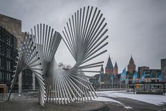 Mainz im März (kathrin275) Tags: mainz rathaus skulptur dom schnee fahnen