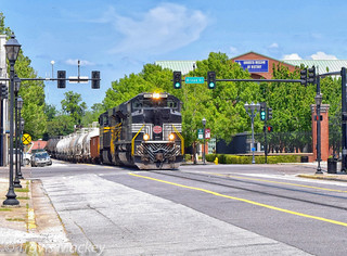 NS 191 at 6th ST with the New York Central Heritage Engine leading and the Nickel Plate Road Heritage Engine trailing