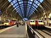 國王十字車站, 倫敦, 大倫敦行政區, 英國首都, 英格蘭, 英倫, 大不列顛及北愛爾蘭聯合王國, 聯合王國, 不列顛, 英國, King's Cross, King's Cross Railway Station, London, England, Britain, UK, United Kingdom, United Kingdom of Great Britain and Northern Ireland (bryan...) Tags: 國王十字車站 倫敦 大倫敦行政區 英國首都 英格蘭 英倫 大不列顛及北愛爾蘭聯合王國 聯合王國 不列顛 英國 kingscross kingscrossrailwaystation london england britain uk unitedkingdom unitedkingdomofgreatbritainandnorthernireland
