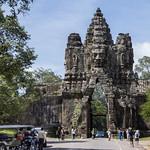 Puerta de entrada a la ciudad real de Angkor Thom, Camboya thumbnail