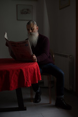 leggendo il quotidiano (mjwpix) Tags: leggendoilquotidiano corrieredellasera beard redtablecloth newspaper readingthepapers cosimomatteini michaeljohnwhite mjwpix ef50mmf14usm canoneos5dmarkiii portrait