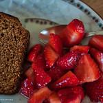 Fraises et leur pain d'épices. thumbnail