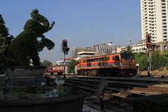 I_B_IMG_9178 (florian_grupp) Tags: southeast asia thailand siam thai train railway railroad srt staterailwayofthailand metregauge metergauge bangkok krungthep station mainstation hualumpong hualamphong diesel loco locomotive alsthom krupp ge generalelectric