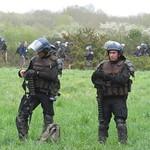 les semeurs de grenades avec de la TNT, gaz lacrymogènes et incapacitant, assourdissantes, désencerclantes thumbnail