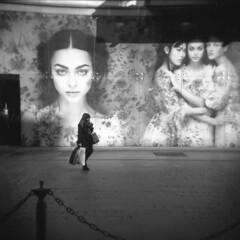 Milano (Valt3r Rav3ra - DEVOted!) Tags: holga holgacfn lomo lomography toycamera plasticcamera medioformato mediumformat analogico analogica analog analogue film ilford ilfordfp4 120 6x6 valt3r valterravera visioniurbane urbanvisions streetphotography street bw biancoenero blackandwhite