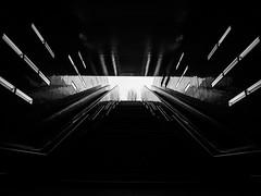 U-Bahn Hafenquartier (jannesbauer) Tags: hamburg stadt ubahn metro olympus light night langzeitbelichtung elphi hamburger hafen hafenquartier lampe fototour