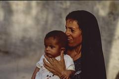 Mother: South of Iraq. End of first Gulf War. (rvjak) Tags: iraq irak middleeast moyenorient f3 nikon mother mère enfant bébé baby child portrait gens people foulard film argentique pellicule