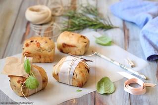 Panini con provolone, olive e pistacchi 2