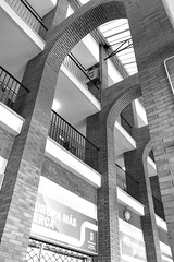 Prision o libertad -  Abril - día 11 (Micheo) Tags: spain malaga architecture arcos architect arquitectura bnbw bwbn duda doubt blackandwhite blancoynegro arquitectojoséseguí estacióndeautobusesdemálaga
