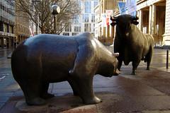 Bulle & Bär - Toro y Oso - 2008 (laap mx) Tags: europa europe alemania germany deutschland frankfurt 2008 marzo march 10añosatras hace10años 10yearsago