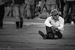(sotopuma93) Tags: street streetphoto streetphotographer streetphotography shadows sinhogar sunset mexico méxico mx emotions cdmx homeless 50mm canon canont5 callejera centrohistórico calle contrast rostrosmx onlyonmexico expresión zocalo luzysombra