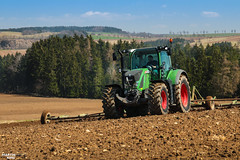 Spring Work 2018- FENDT 718 Vario (martin_king.photo) Tags: springwork springwork2018 preparingsoil preparing soil fendt718vario fendtglobal fendt vario landscape highlands fields agriculture huge all everything servis tschechische republik powerfull martin king photo machines strong agricultural greatday great czechrepublic welovefarming agriculturalmachinery farm workday working modernagriculture landwirtschaft sky photogoraphy photographer canon martinkingphoto love farming daily machinery work modern machine big colorful colors michelin michelintires onwheels green blue clouds cloudyday red worker