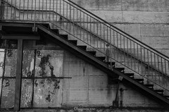Ladder (tosco974) Tags: scala ladder bianco nero muro italia italy lazio santoreste foto streetphoto