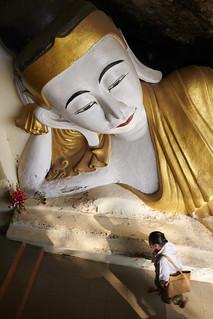 Bouddha couché ~ Grotte de Yathay Pyan #1 [ Etat Karen ~ Birmanie (Myanmar) ]