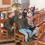 2B op bezoek in de kerk