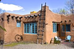 Santa Fe, New Mexico (Larry Lamsa) Tags: santafe newmexico lamsa adobe house architecture bluewindowsashes