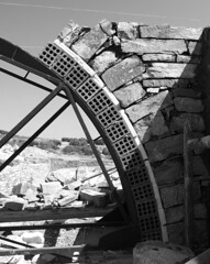 Building the arch (www.thalassinos.net) Tags: wall entrance residence thalassinos traditional thalassinosarchitect island parosisland paros architect architecture greece house construction cyclades chantier cement constructionsite concrete volumes black blackandwhite masonry stonewall stone stonemasonry stones arch bricks