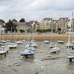 Low tide in Saint-Quay-Portrieux harbour thumbnail