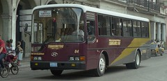 TRANSMETRO No. 84  Primavera del 2002 (ROGALI) Tags: transmetro no84 busturisticoaeropuerto hyundaiaeracity540 hyundaibus chapahtx843 guaguasdecuba guagua omnibus bus habana cuba rogali
