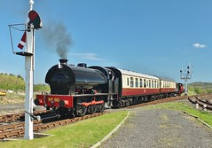 No 60 and 'Richboro' at Aln Valley Railway - 5th May 2018. (allan5819 (Allan McKever)) Tags: train rail railway alnvalleyrailway lionheart uk england northumberland heritage preserved line steam loco locomotive engine n060 richboro hunslet hudswellclarke alnwick passenger signal topntailed travel transport 060t 060st station austerity