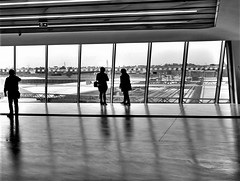 Waiting...ON EXPLORE! (modestino68) Tags: bn bw stazione station gente people ombre shadows riflessi reflects jakebugg